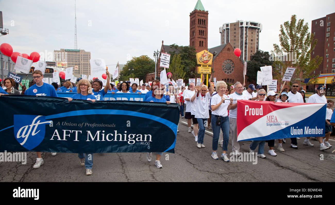 Lehrer Gewerkschaften März zusammen im Labor Day Parade Stockbild