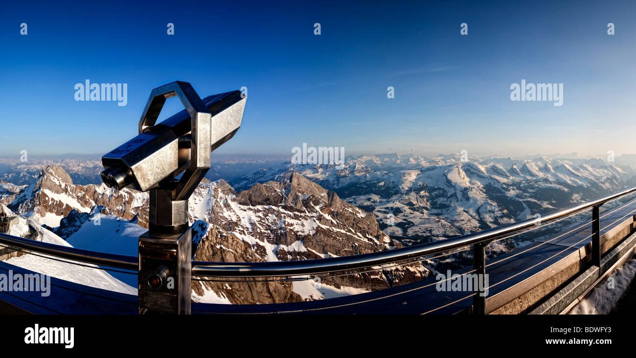 Teleskop auf der aussichtsterrasse des mt säntis kanton st
