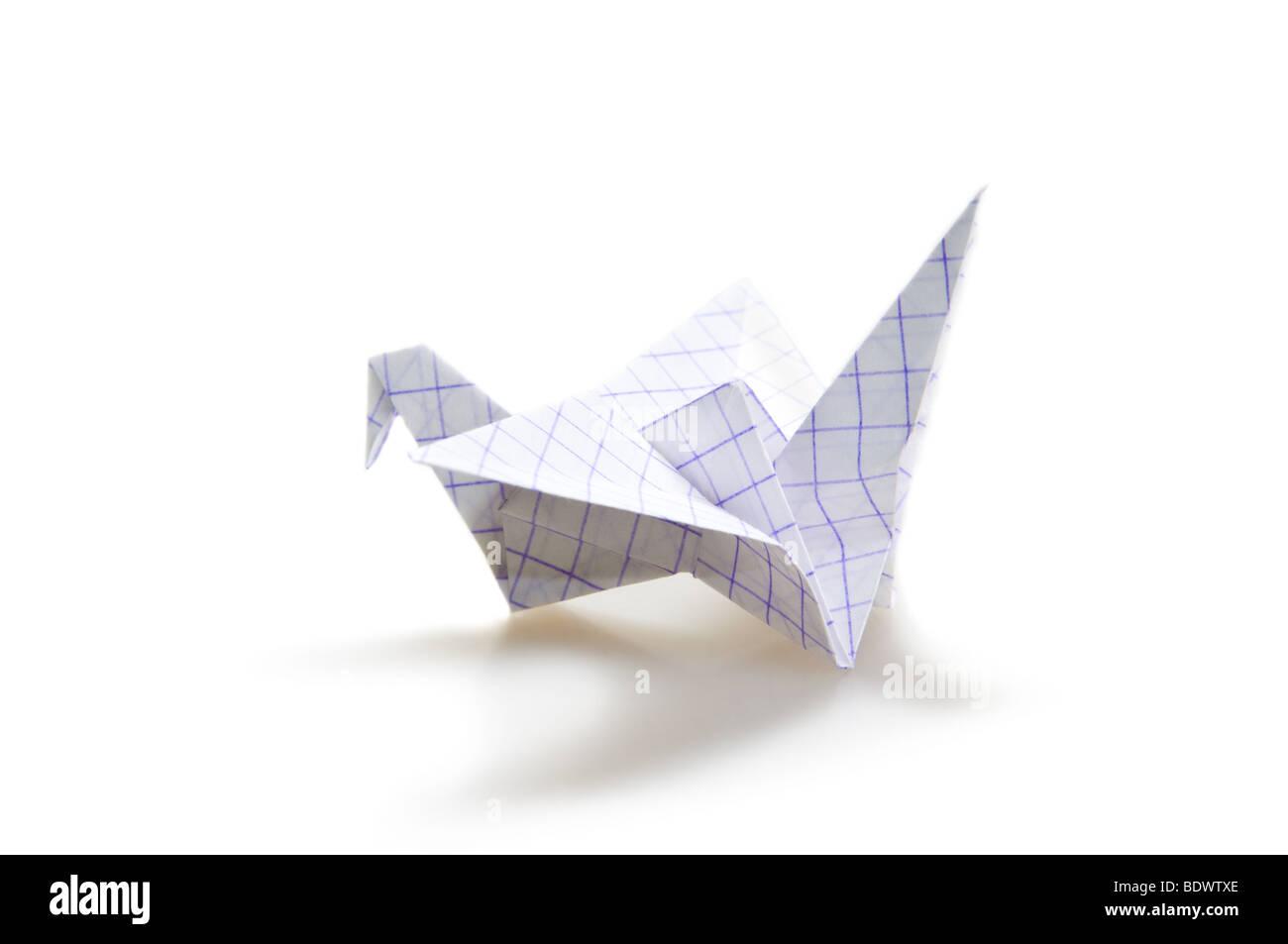 Origami-Kranich isoliert auf weiß Stockbild