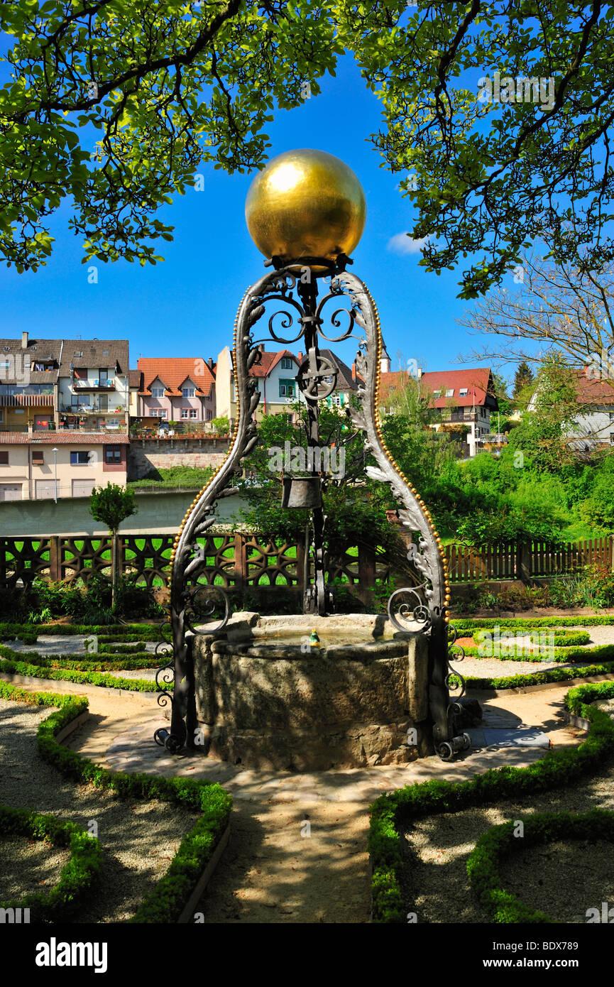 Brunnen im garten stockfotos brunnen im garten bilder alamy - Garten zeichnen ...
