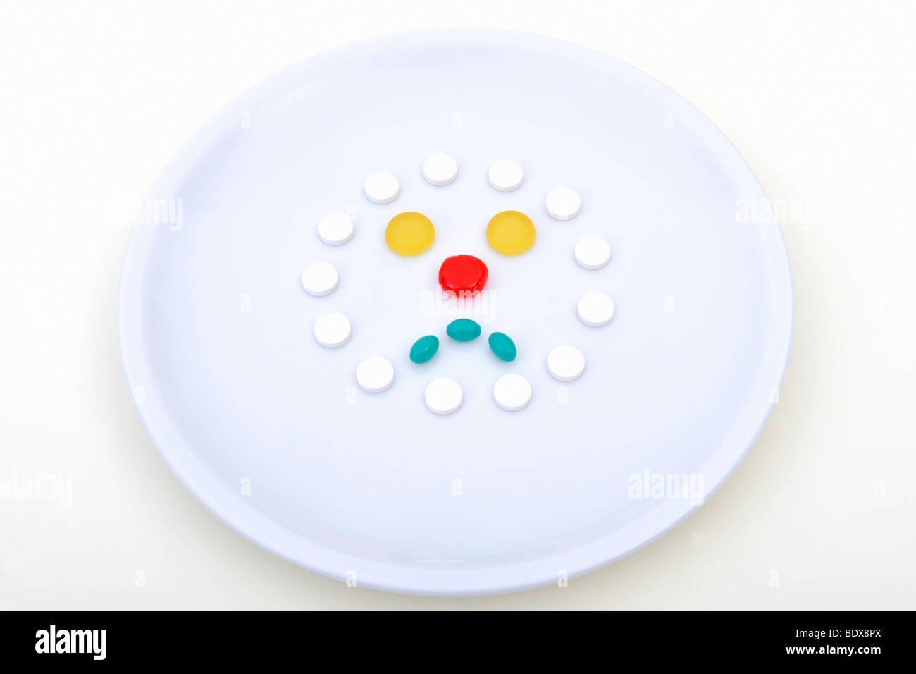 Symbolisches Bild für synthetische Lebensmittel, Pille Verbrauch, Drogenmissbrauch Stockbild