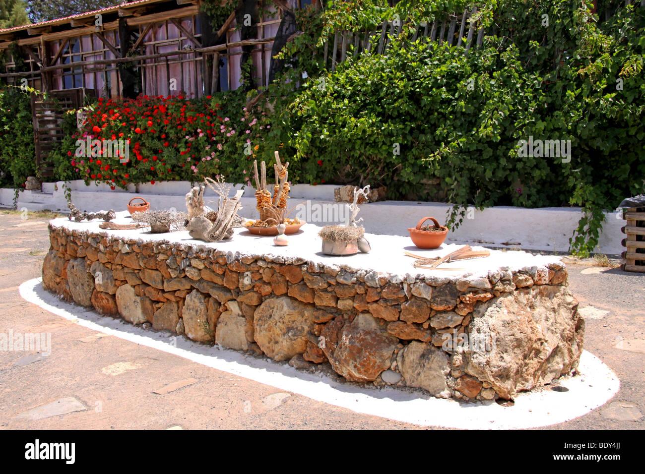 Tabelle mit getrockneten Duftspender, Zitrusfrüchte, Freilichtmuseum Lychnostatis, heimatkundliches Museum, Stockbild