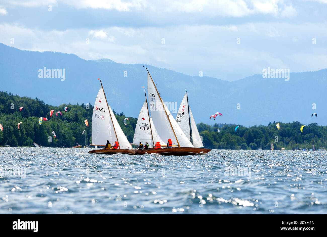 Segeln Sie Boote auf dem Starnberger See See, Upper Bavaria, Bayern, Deutschland, Europa Stockbild