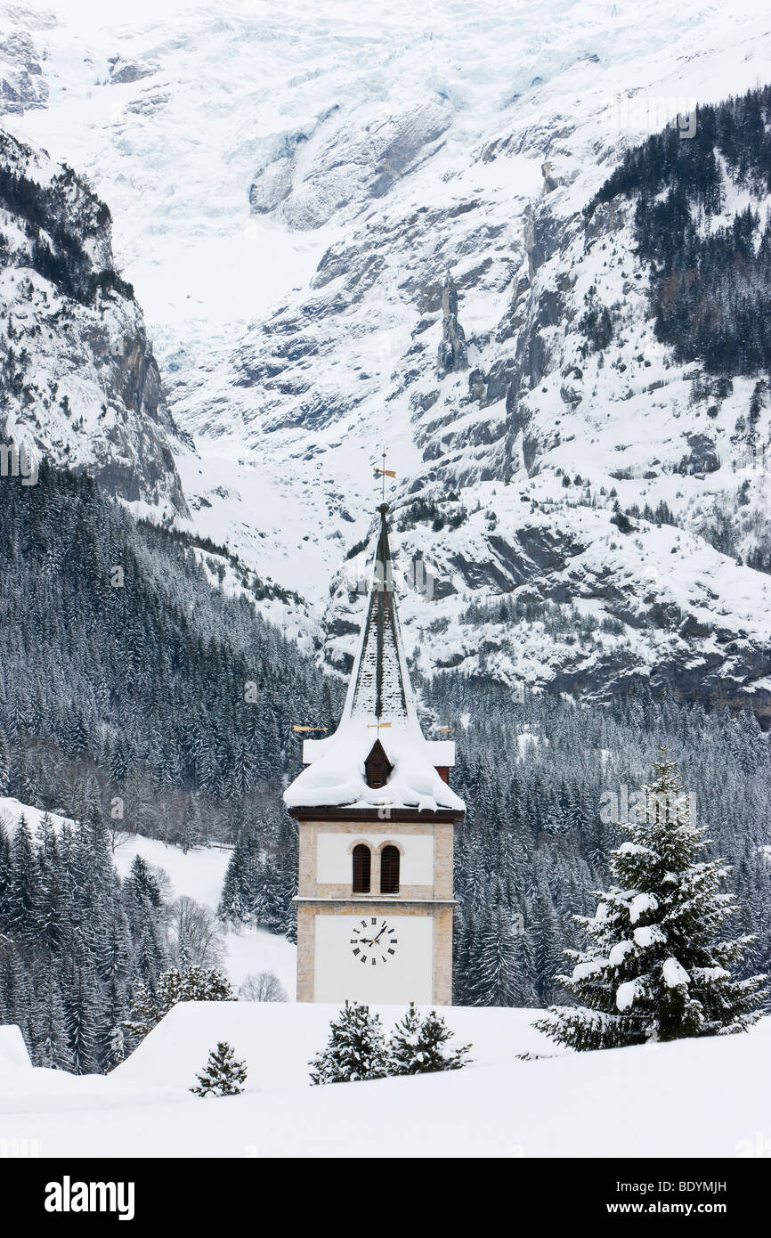Grindelwald, Dorfkirche nach ein schweren Sturz von Schnee, Jungfrauregion, Berner Oberland, Schweizer Alpen, Schweiz Stockbild