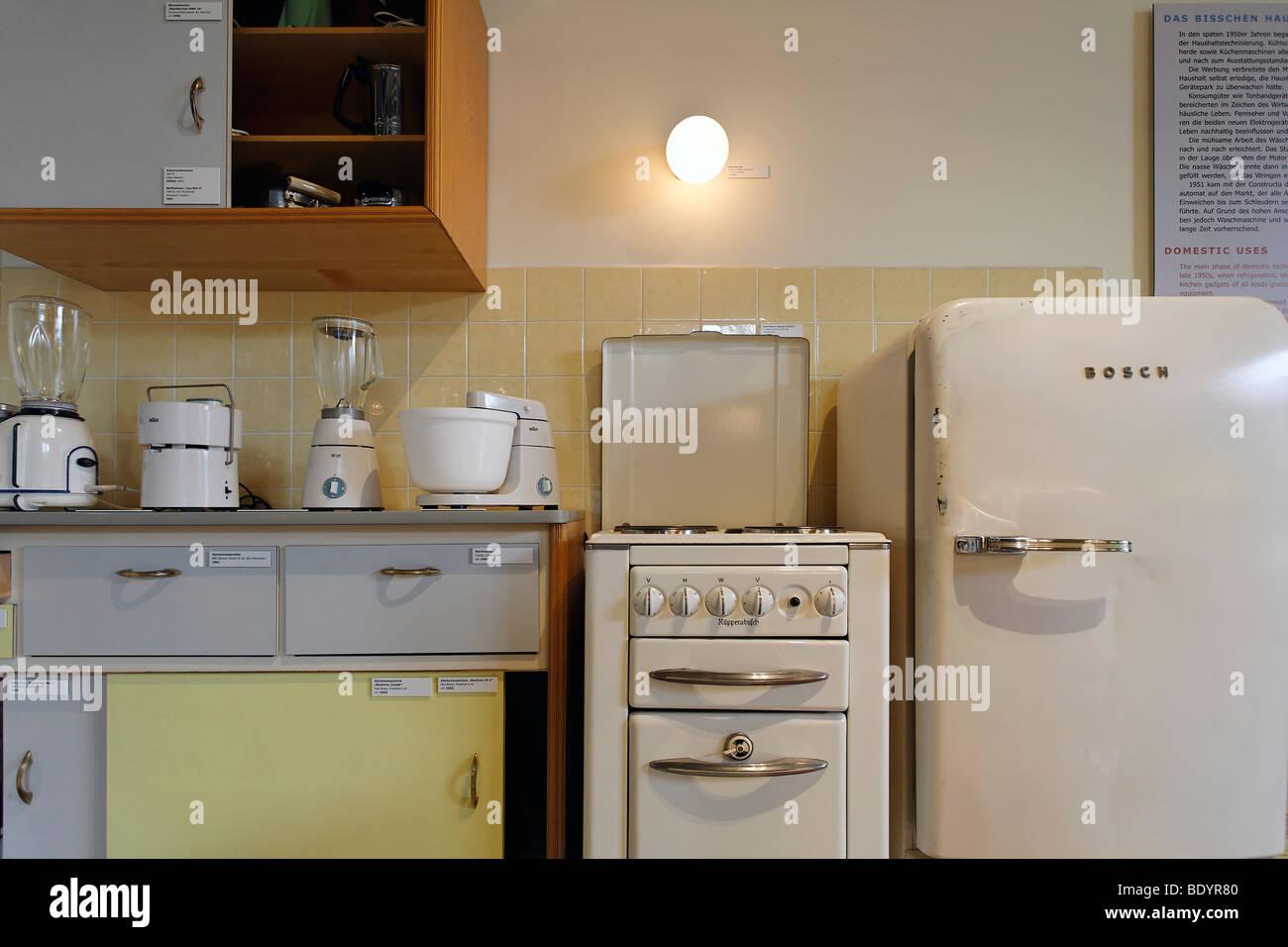 Küche und Haushalt elektrische Geräte aus den 50er Jahren, Kraft und Leben Museum Umspannwerk Recklinghausen, Stockbild