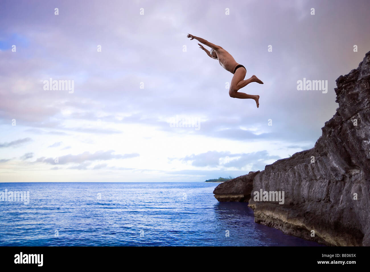 Cliff Jumping Into Sea Stockfotos & Cliff Jumping Into Sea ...