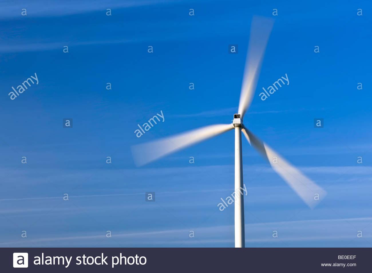 Windkraftanlage, klingen in Bewegung Stockbild