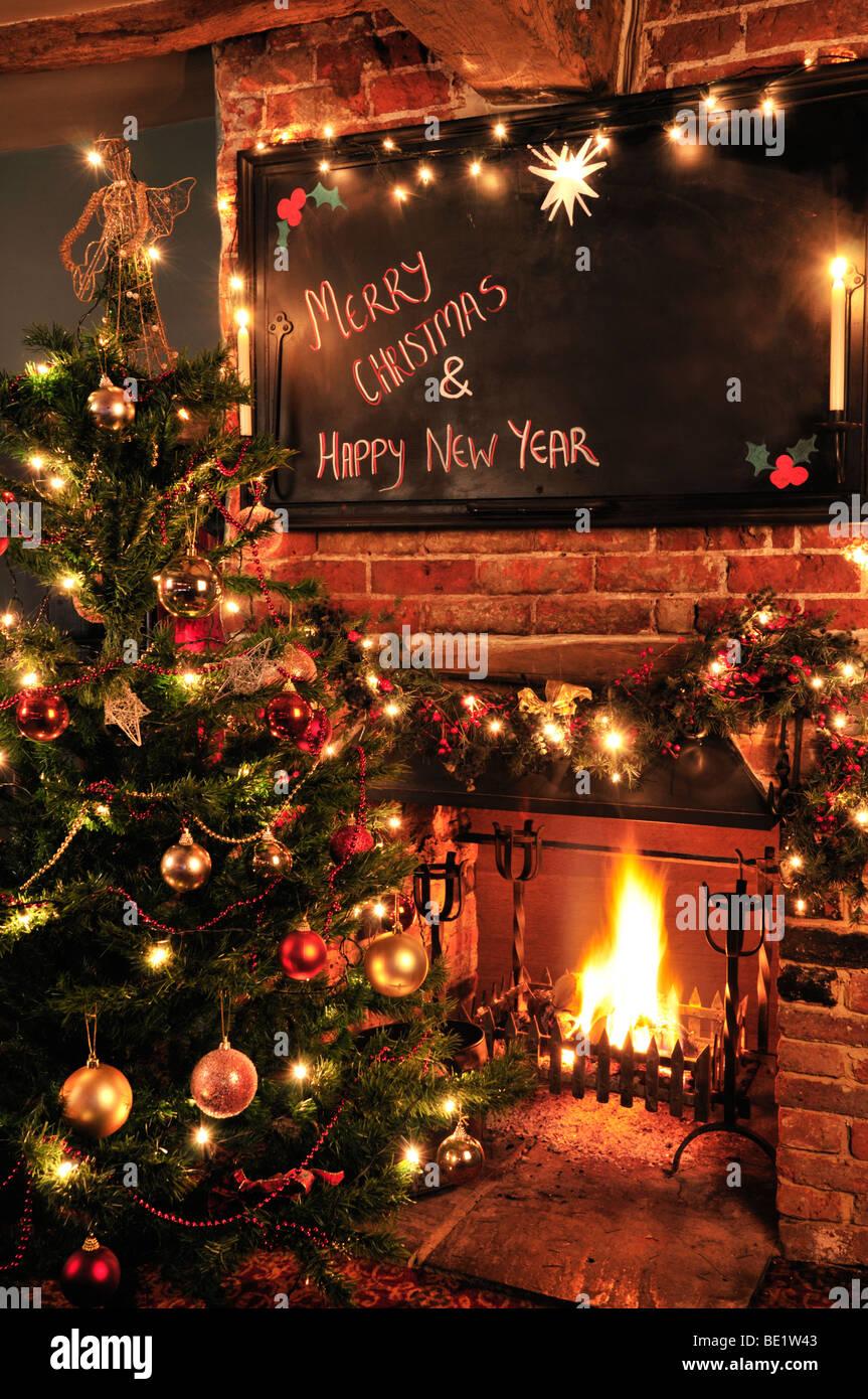Kamin In Ein Traditionelles Englisches Pub An Weihnachten Rot Lyon