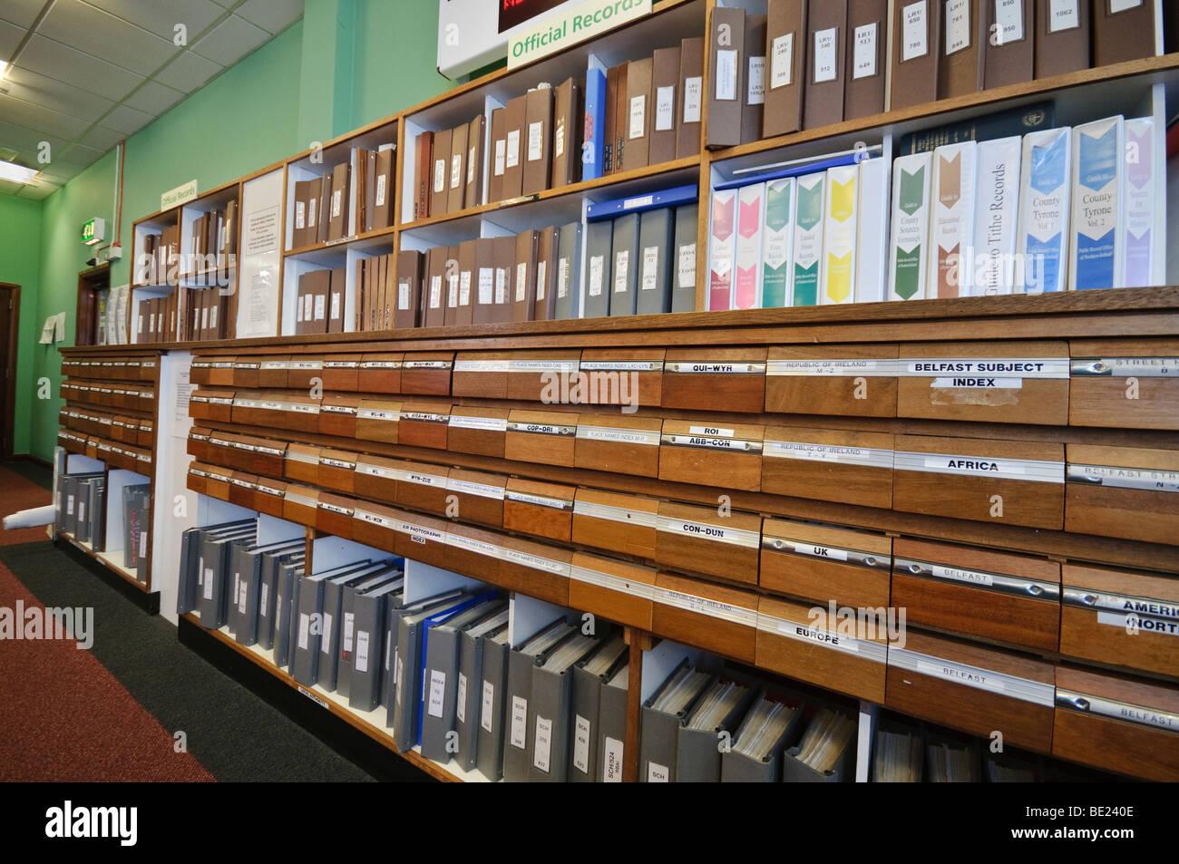 Index-Bücher und Schubladen bei PRONI, öffentlichen Aufzeichnungen Büro für Nordirland. Stockbild