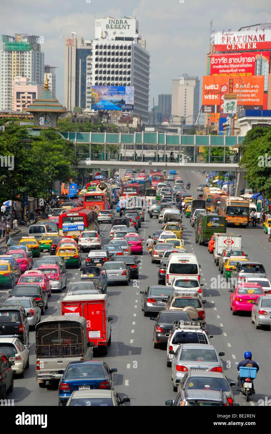 Dichten Verkehr auf der Straße, Stau in der Innenstadt