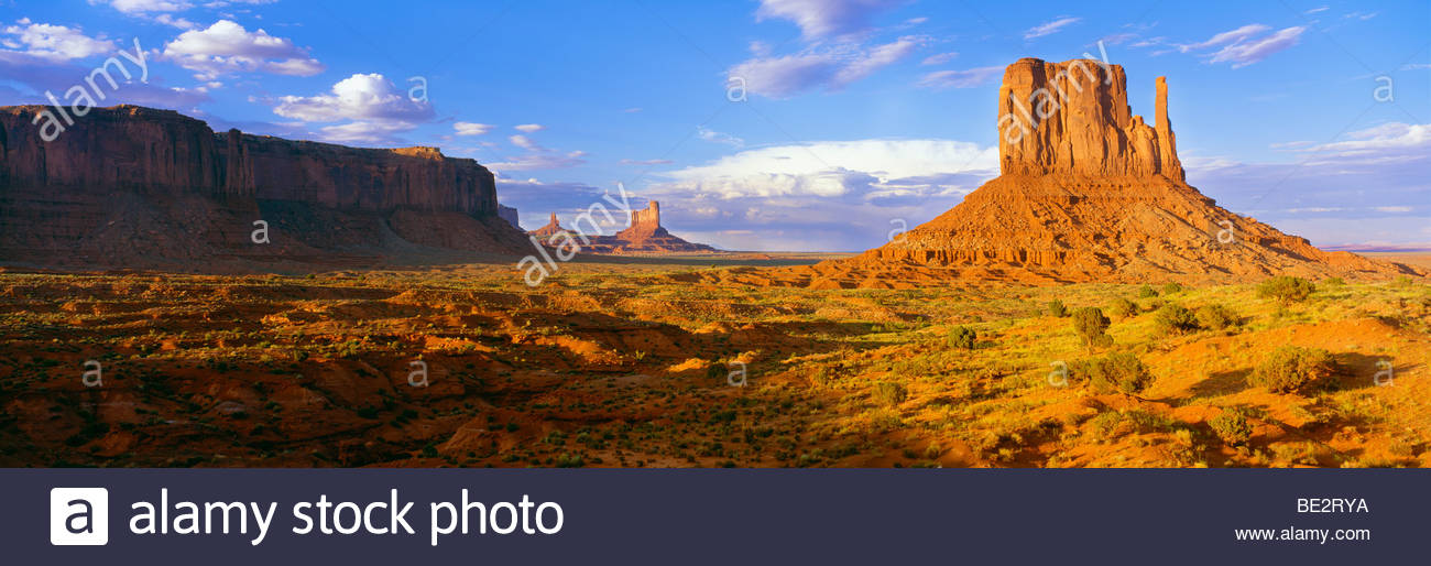 0195-1061 copyright: George H. H. Huey The West Mitten Butte bei Sonnenaufgang. Monument Valley Tribal Park-Utah Stockbild