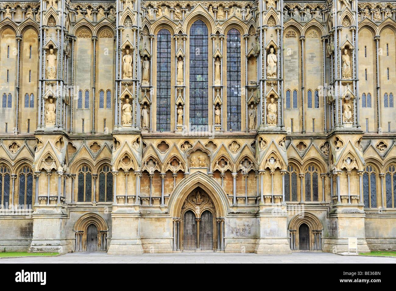 Westfassade der Kathedrale von St Andrew, abgeschlossen im Jahre 1260, Wells, Somerset County, England, Vereinigtes Stockbild