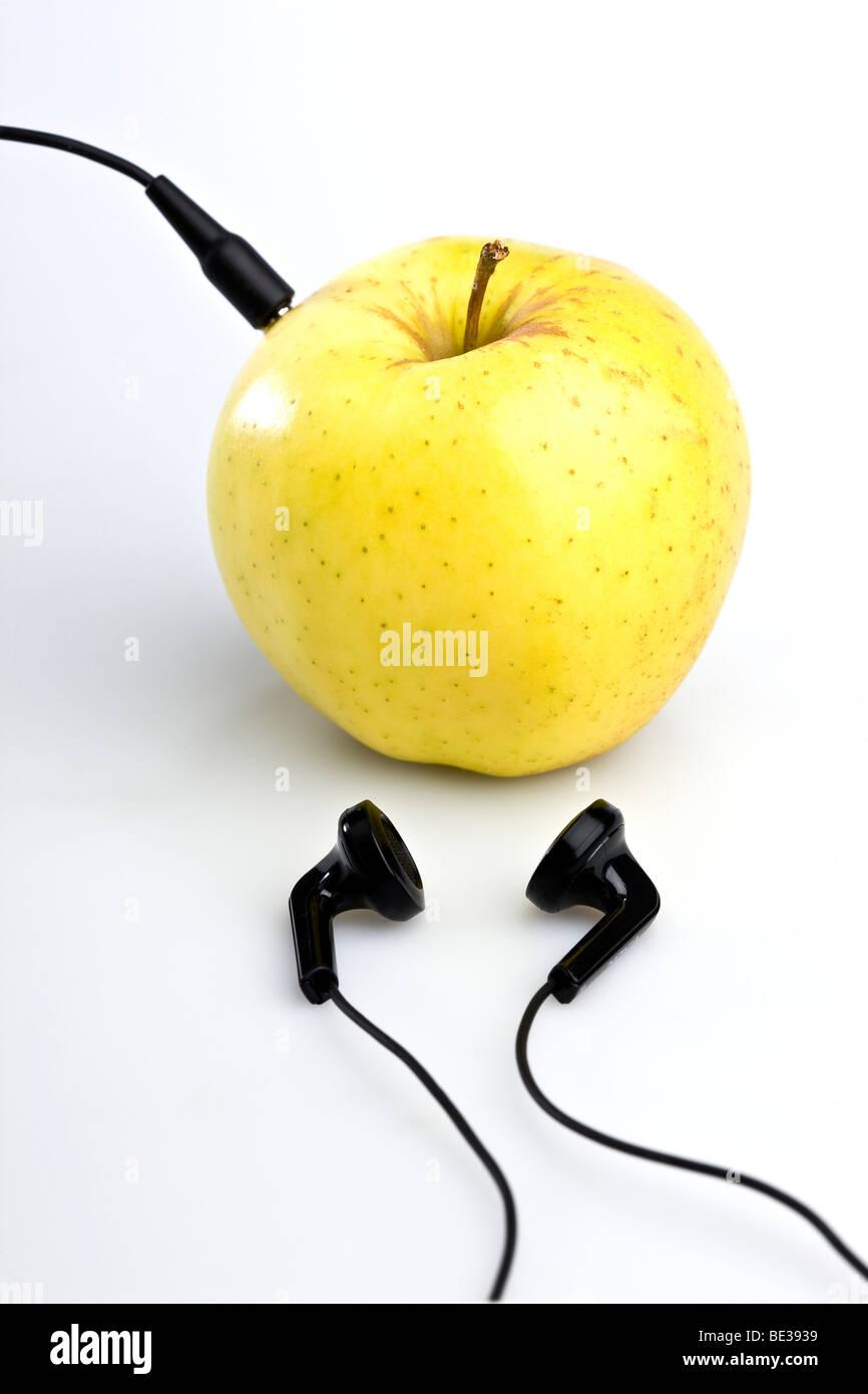 Ohrhörer zu einem Apple angeschlossen Stockbild