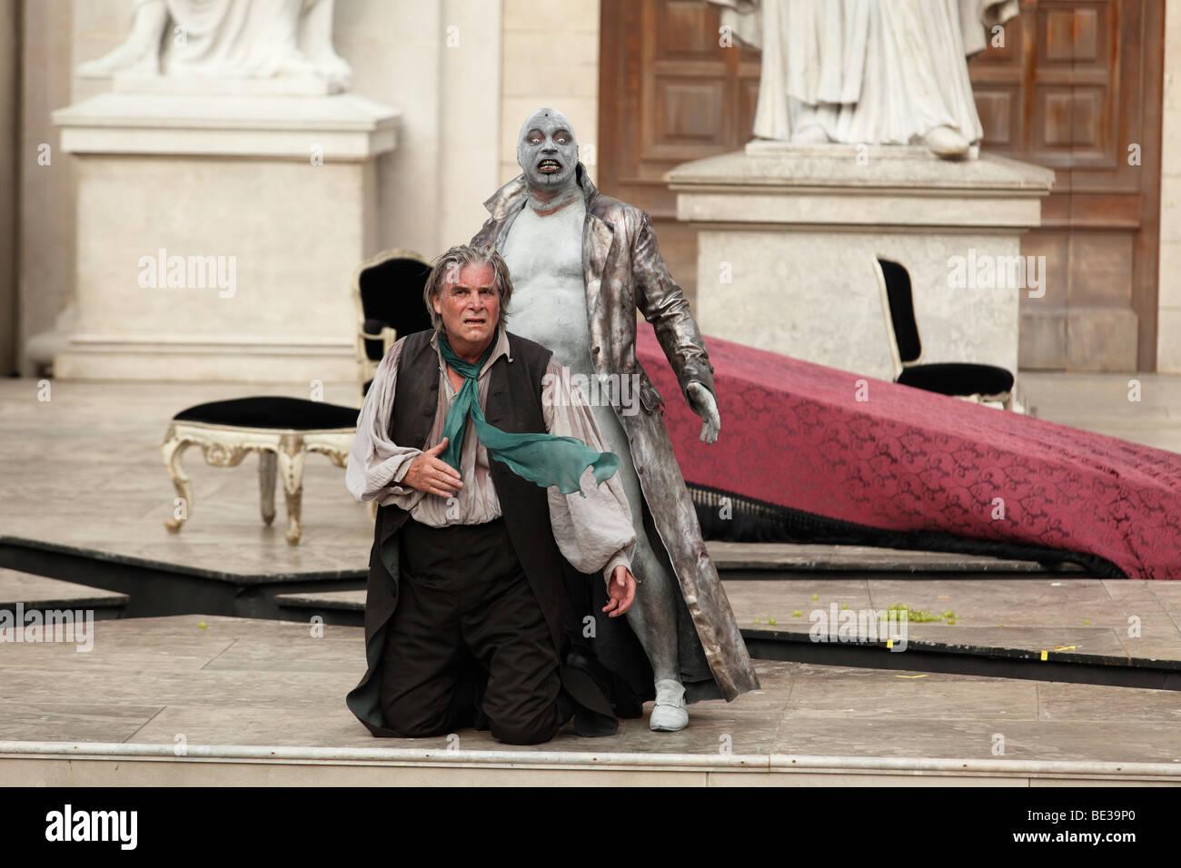 Jedermann, jedermann, spielen 2009, gespielt von Peter Simonischek mit Ben Becker als Tod von Hugo von Hofmannsthal, Stockbild