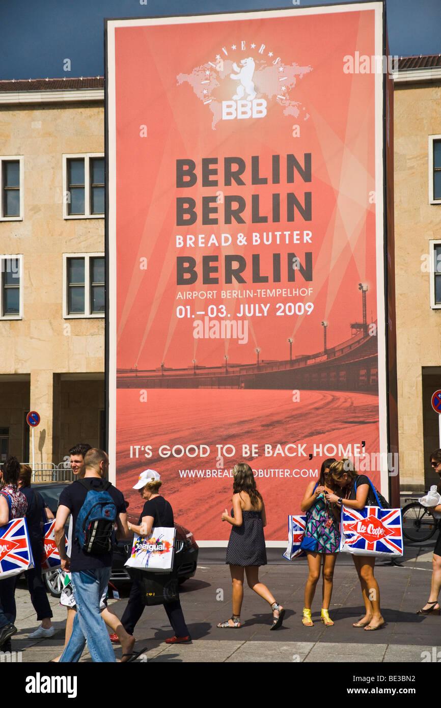 Mode Messe Bread & Butter 2009 mit Sponsor BMW, Berlin, Deutschland Stockbild