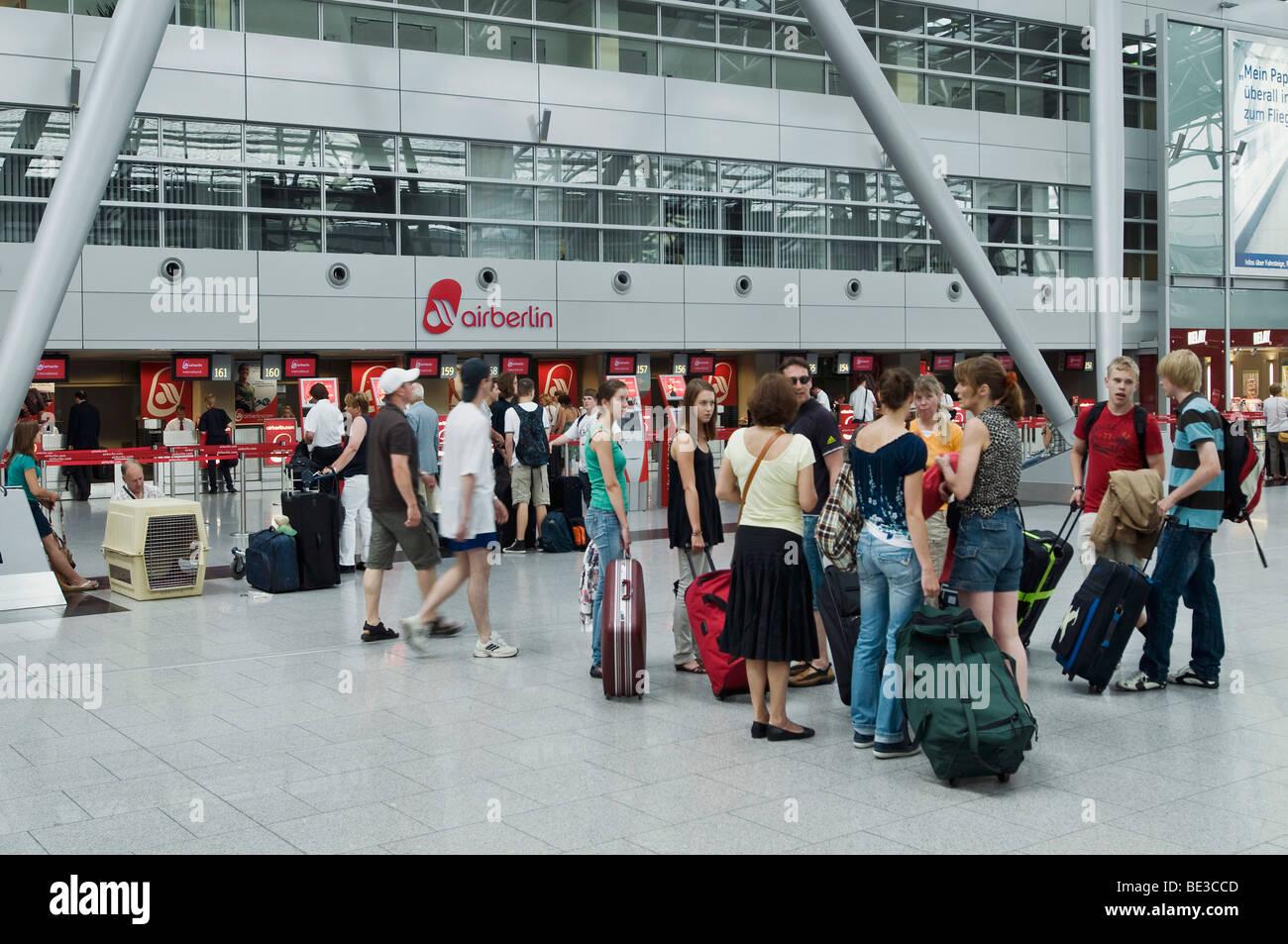 Flughafen Check In Stockfotos & Flughafen Check In Bilder - Alamy