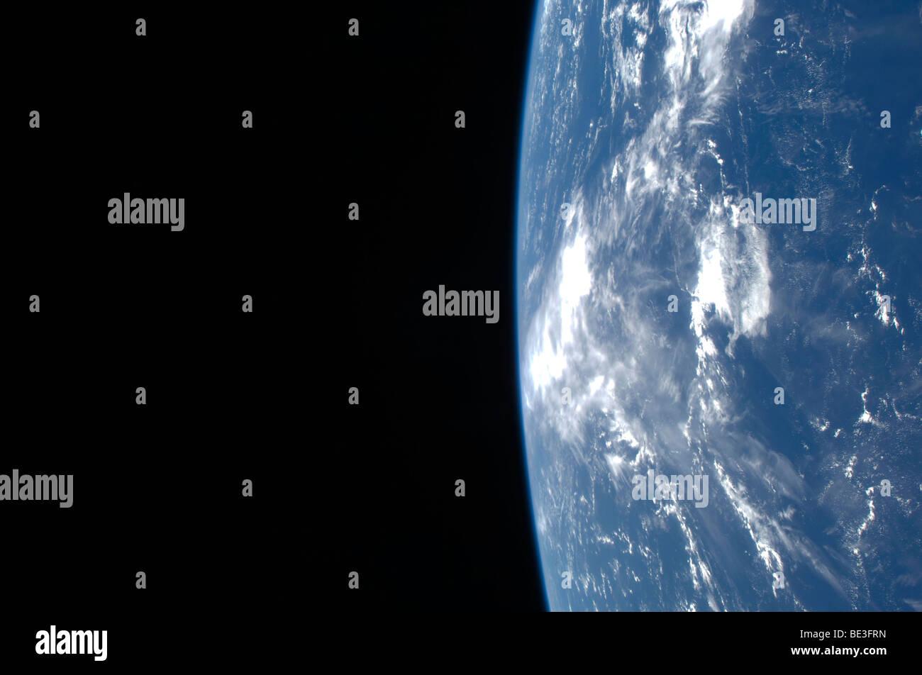 Der Erde Horizont und die Schwärze des Alls. Stockbild
