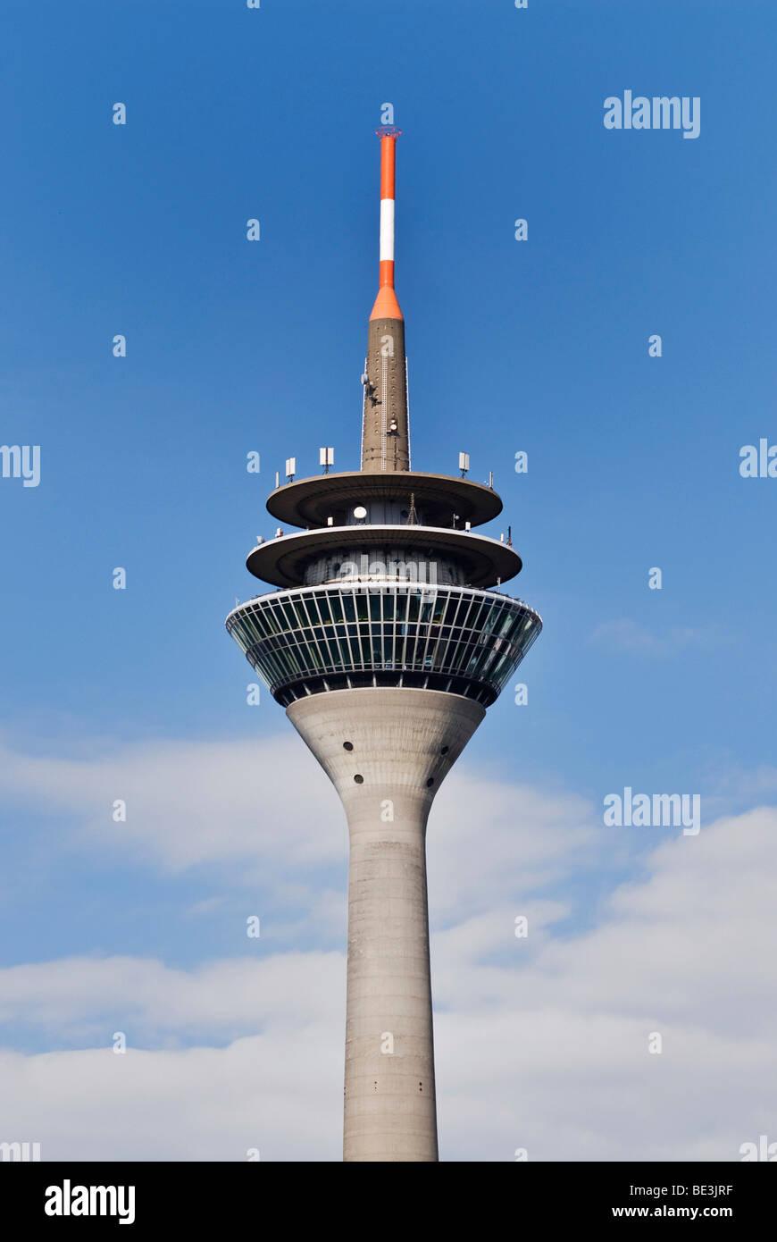 Rheinturm Turm, Restaurant, Aussichtsplattform und Antennen auf dem Turm, Düsseldorf, Nordrhein-Westfalen, Stockbild