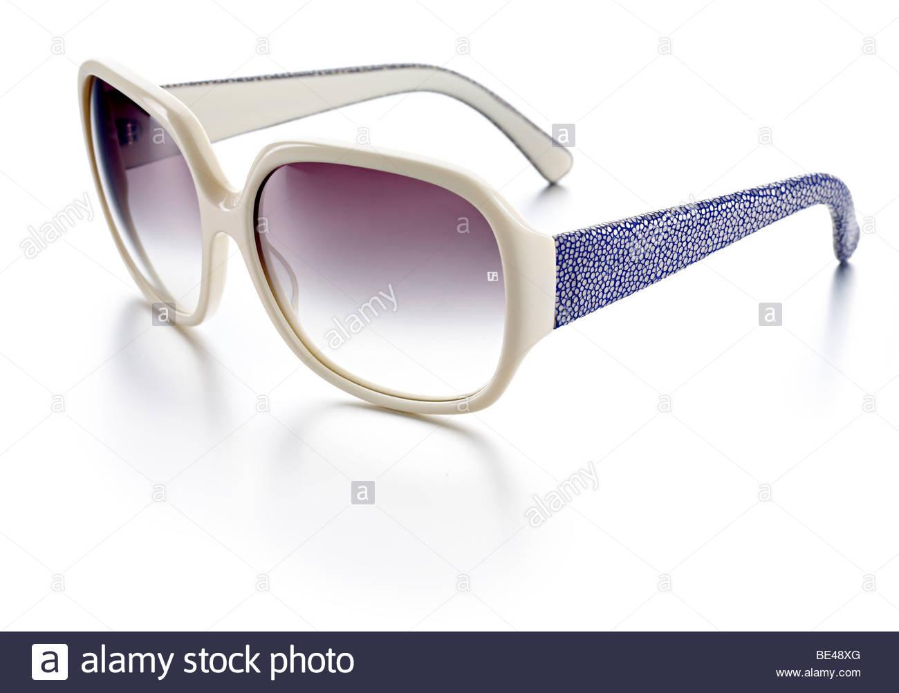 Blaue Farbe Creme Damen Sonnenbrille Stockbild
