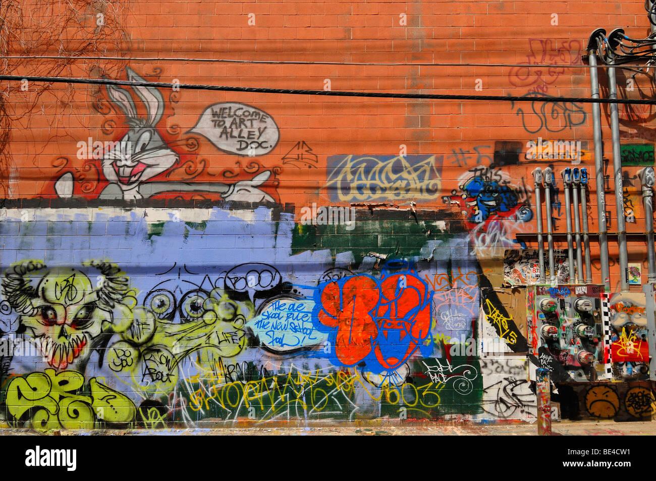 Kunst-Gasse ist eine hässliche Straße in eine attraktive Stadt. Um dieses Problem zu überwinden ermutigt die Stadtbehörden Graffiti-Künstler. Stockfoto
