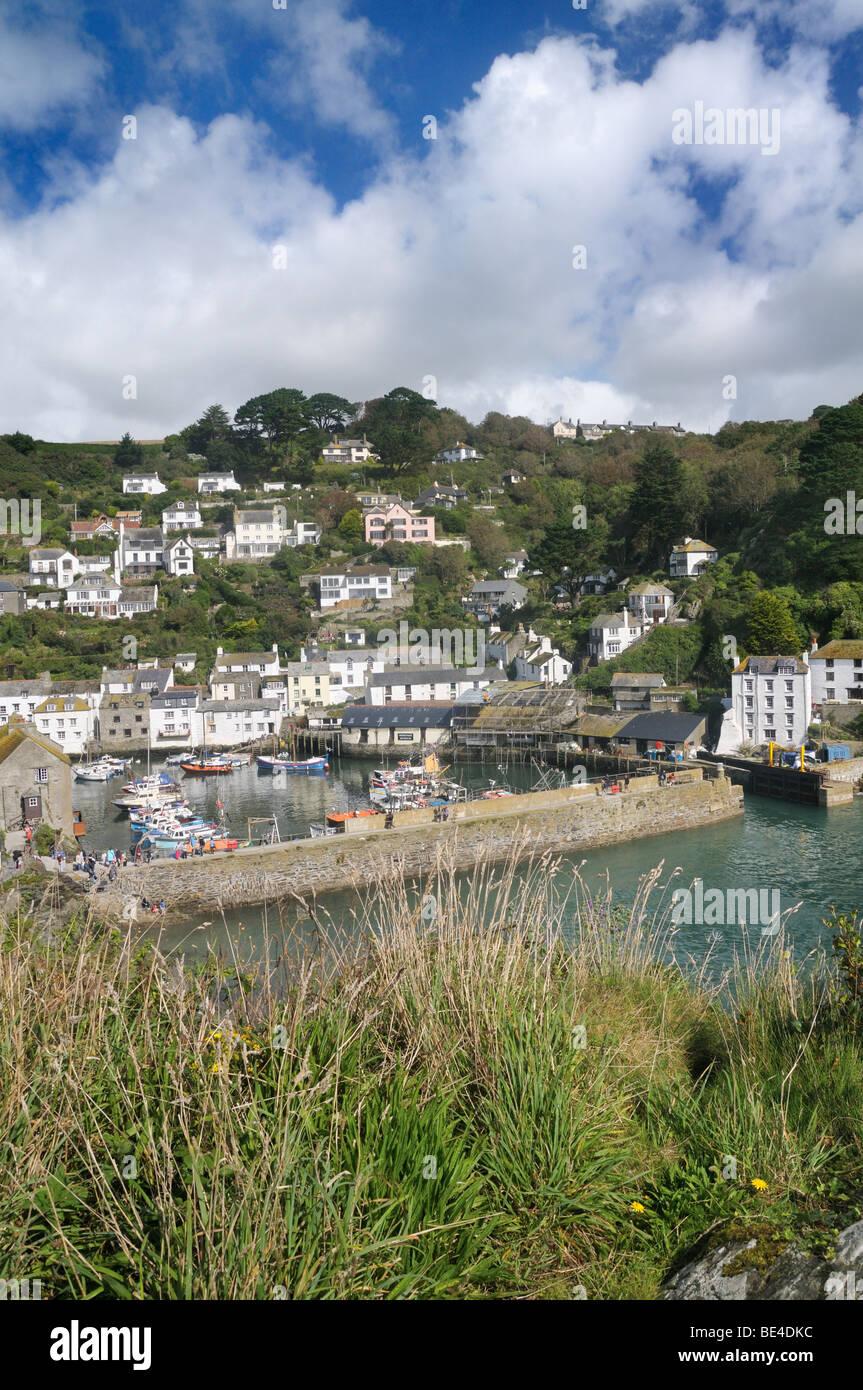 Erhöhten Aussichtspunkt mit Blick auf Hafen von Polperro, Cornwall, UK Stockbild