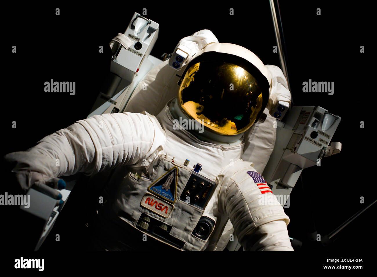 Ein Astronaut einen Raumanzug tragen Stockbild