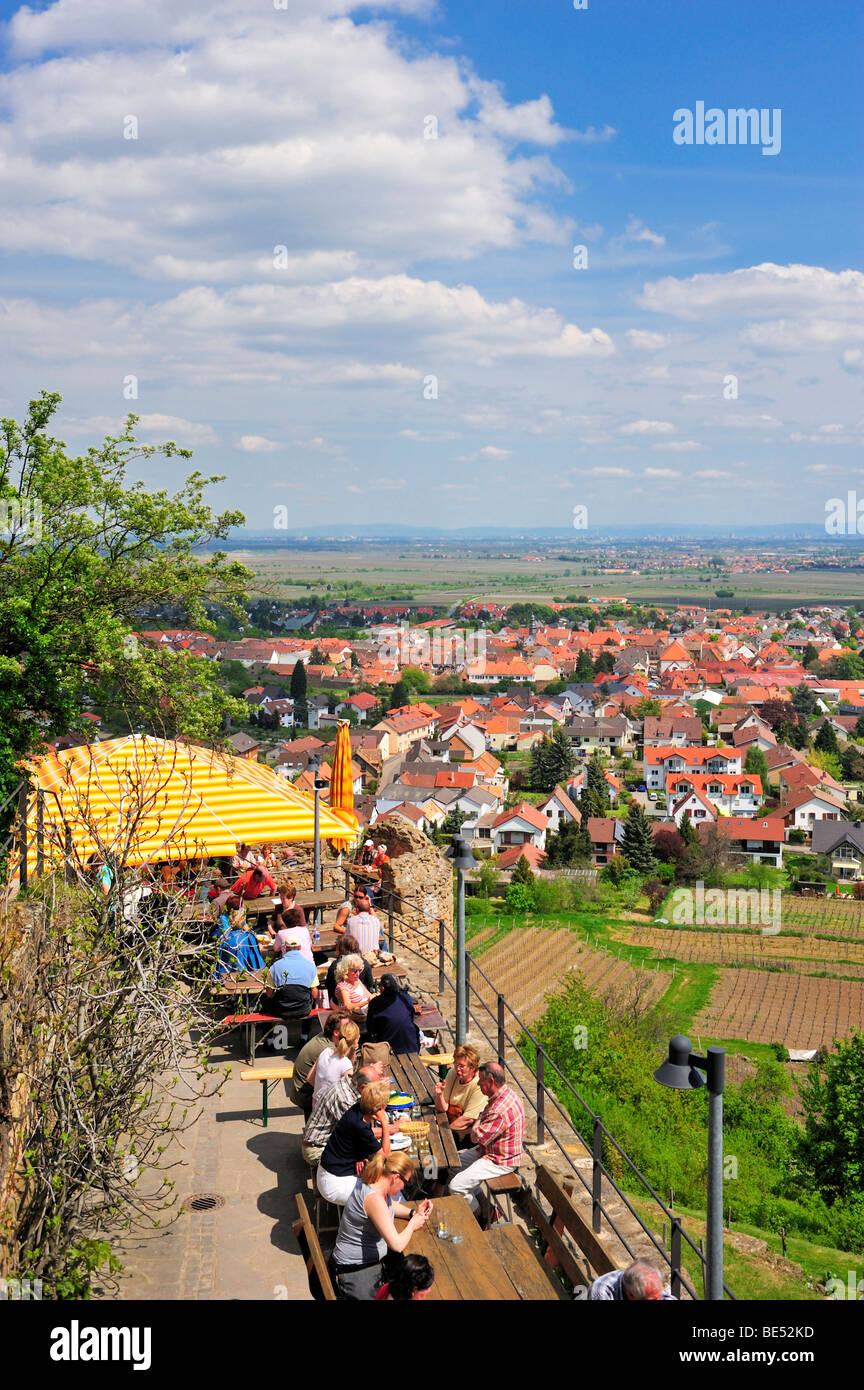 Terrasse Restaurant Wachtenburg Burg mit Blick auf das Rheintal ...