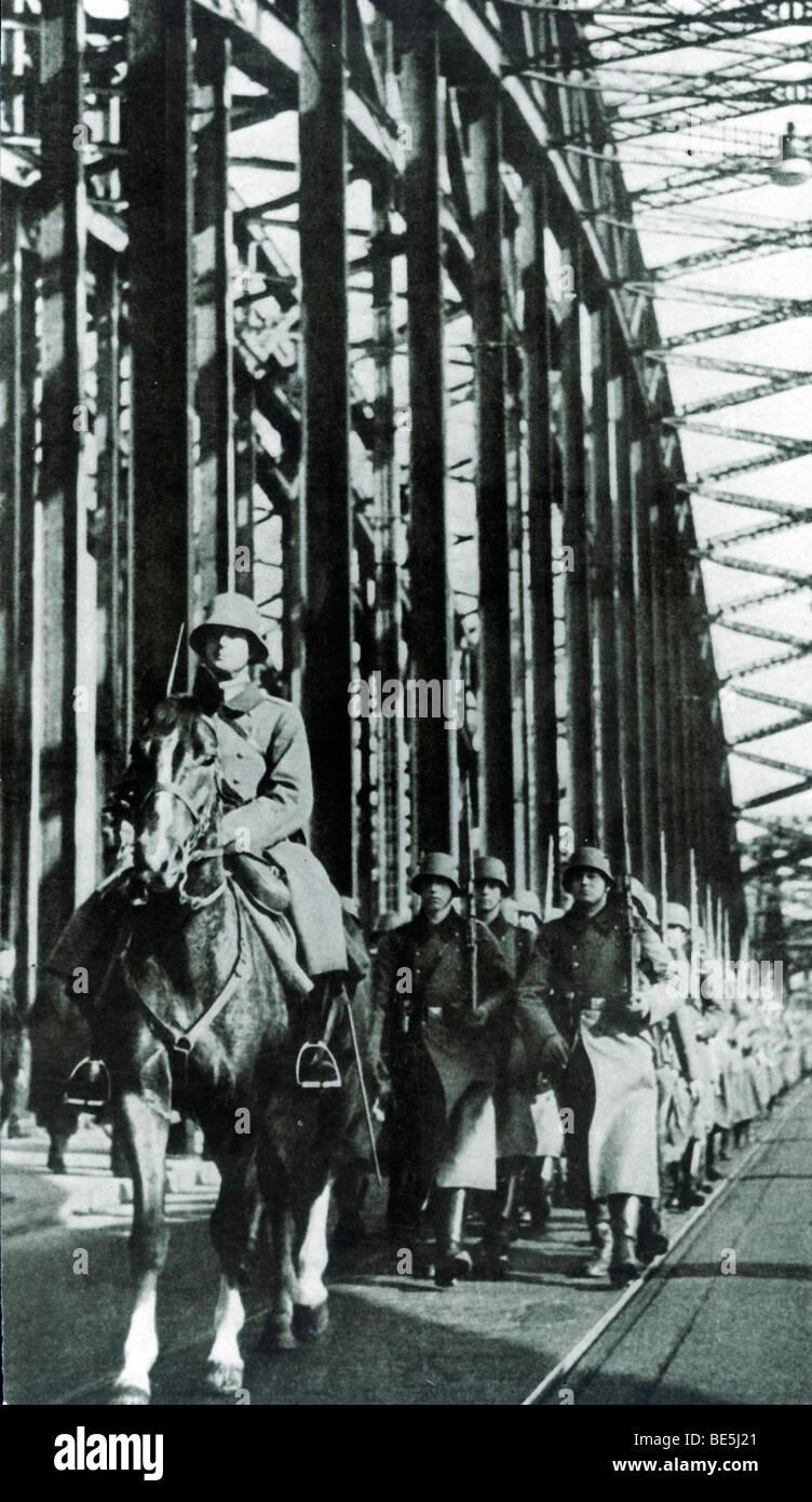 Deutsche Truppen überschreiten den Rhein am 3. Juli 1936, rüstet das Rheinland, Köln, Nordrhein-Westfalen, Stockbild