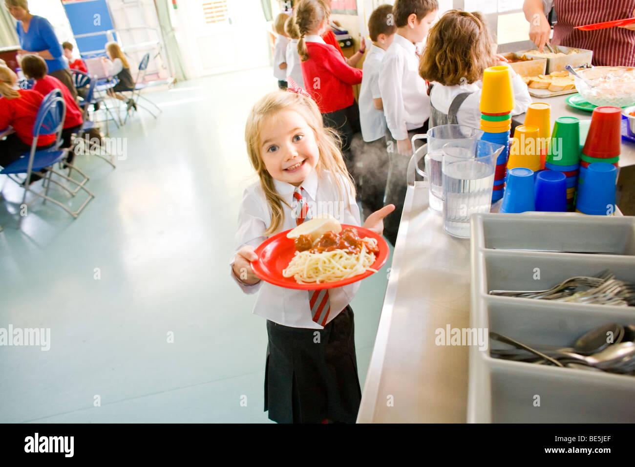Schule Abendessen an der Primary School uk Stockfoto