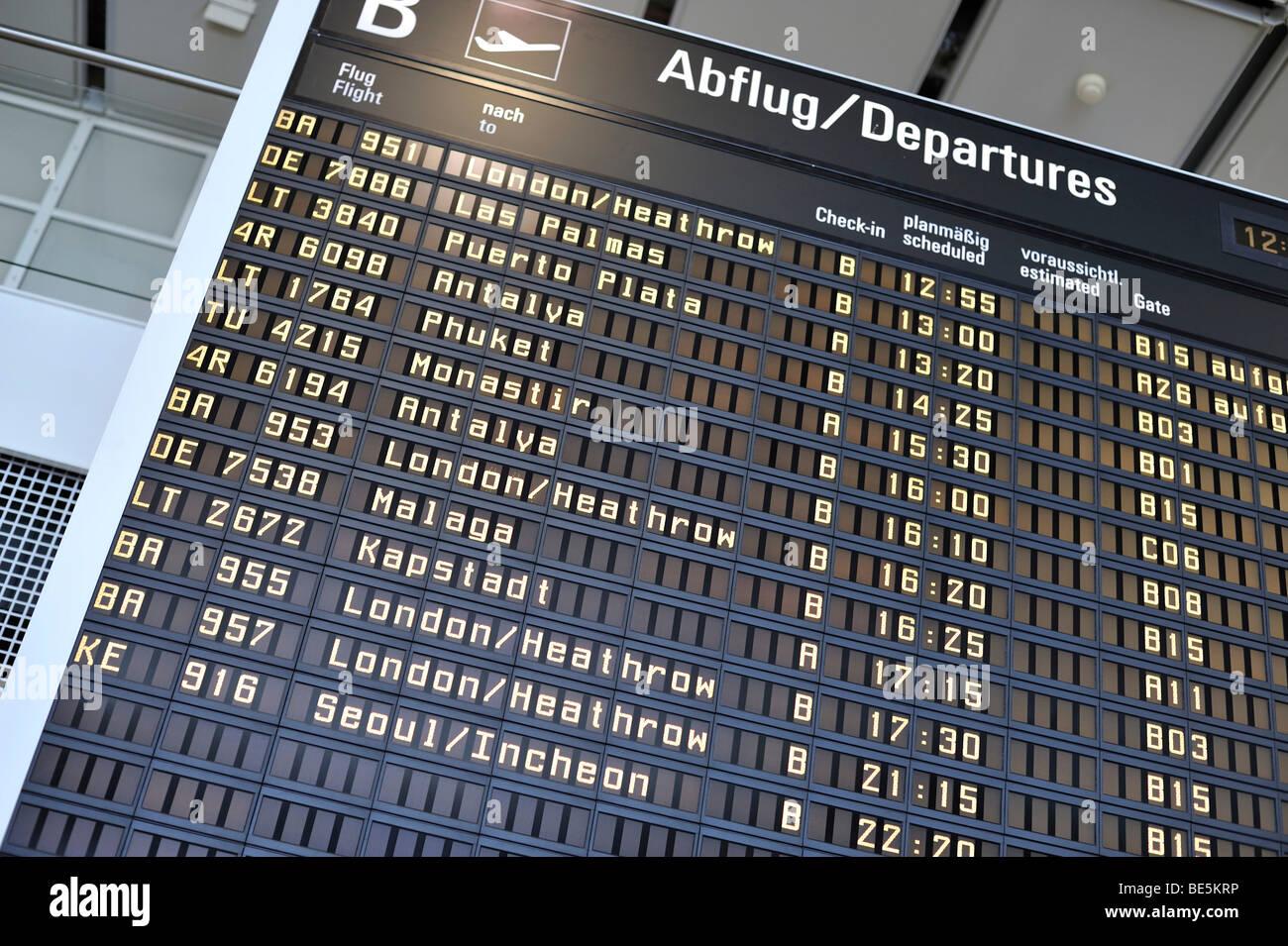 Anzeigentafel am münchner flughafen terminal munich bavaria