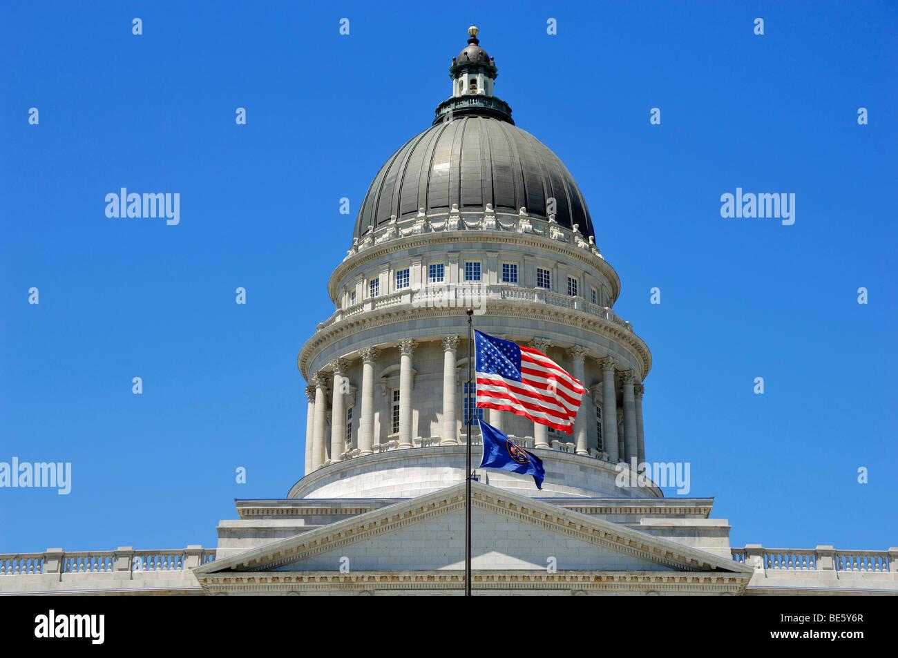 Das kürzlich renovierte Utah State Capitol mit Blick auf die Innenstadt von Salt Lake City, Utah, Vereinigte Stockbild