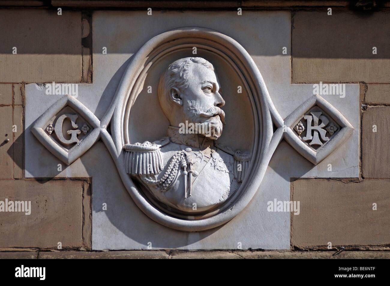 Linderung von George V, 1865-1936, König von England, 1910-1936, auf ein Gebäude, Bohrung Street, Lichfield, Stockbild