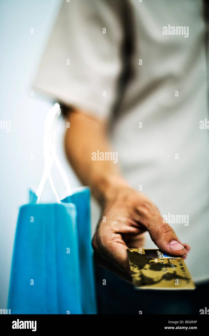 Bei Einzahlung mit Kreditkarte steht da Geld zudem sofort zur Verfügung und der Trader kann unmittelbar handeln. Außerdem bieten CFD Broker ja nicht nur den Kryptohandel an, sondern meist CFDs auf Tausende Basiswerte aus den Assetklassen Indizes, Aktien, Rohstoffe, Forex und virtuelle Währungen.