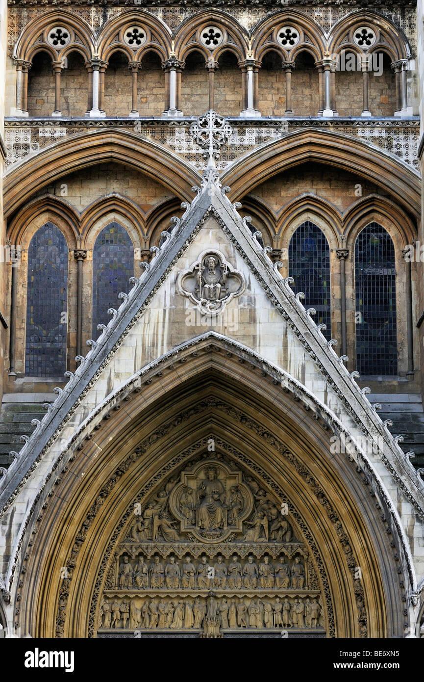 Westminster Abbey, Detailansicht des nördlichen Querschiffs mit Portal Bögen, London, England, Vereinigtes Stockbild