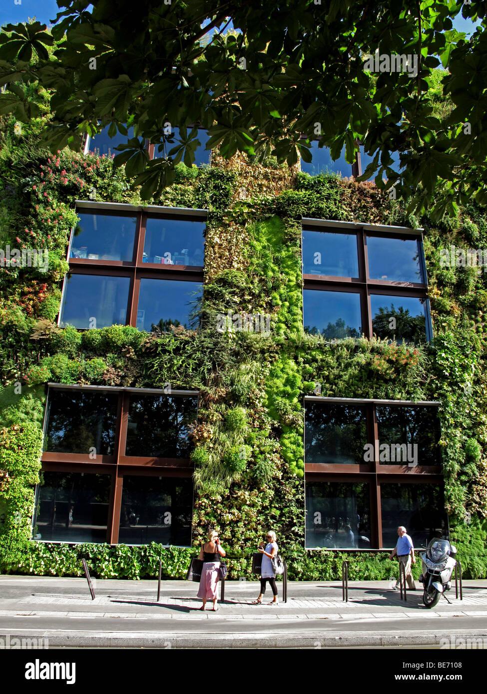 Musee Du Quai Branly Green Wall Stockfotos & Musee Du Quai Branly ...