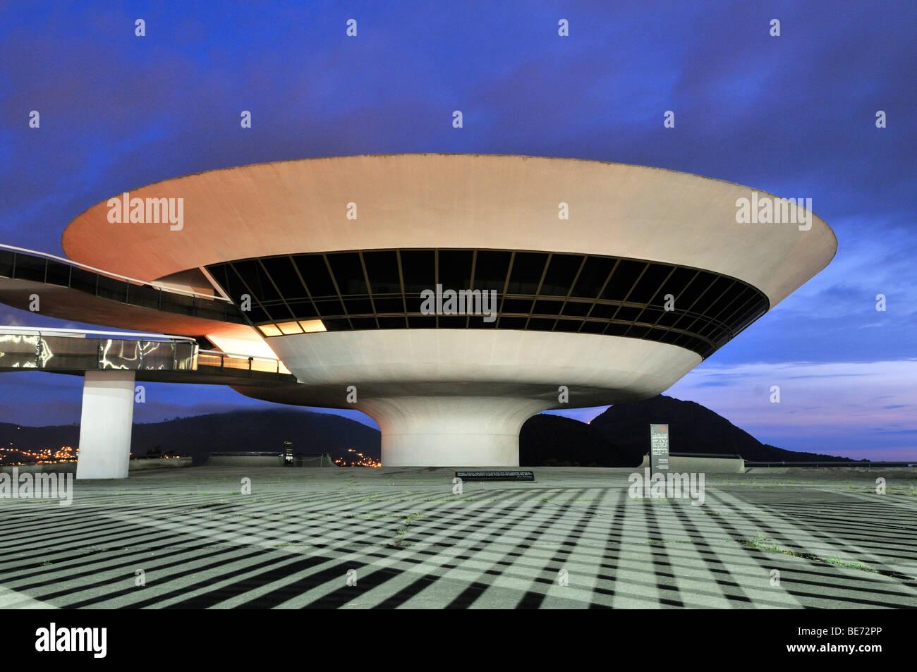 Niterói Museum für zeitgenössische Kunst, Museo de Arte Contemporanea, MAC, entworfen von dem Architekten Stockbild