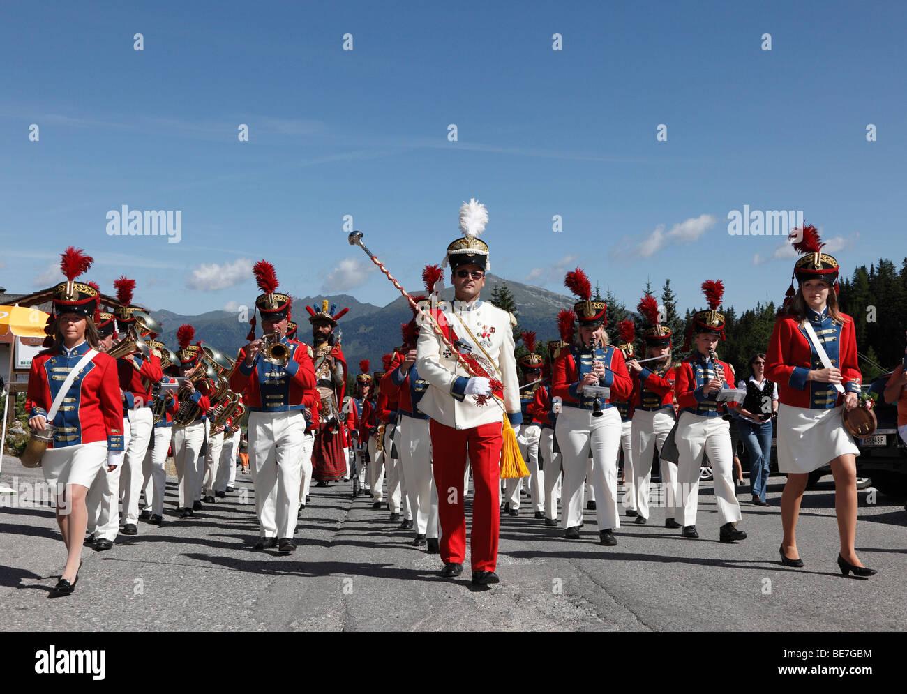 Lokale Musikgruppe, Samson Parade am Mt Katschberg, Samson von St. Michael, Lungau, Salzburg, Salzburg, Österreich, Stockbild