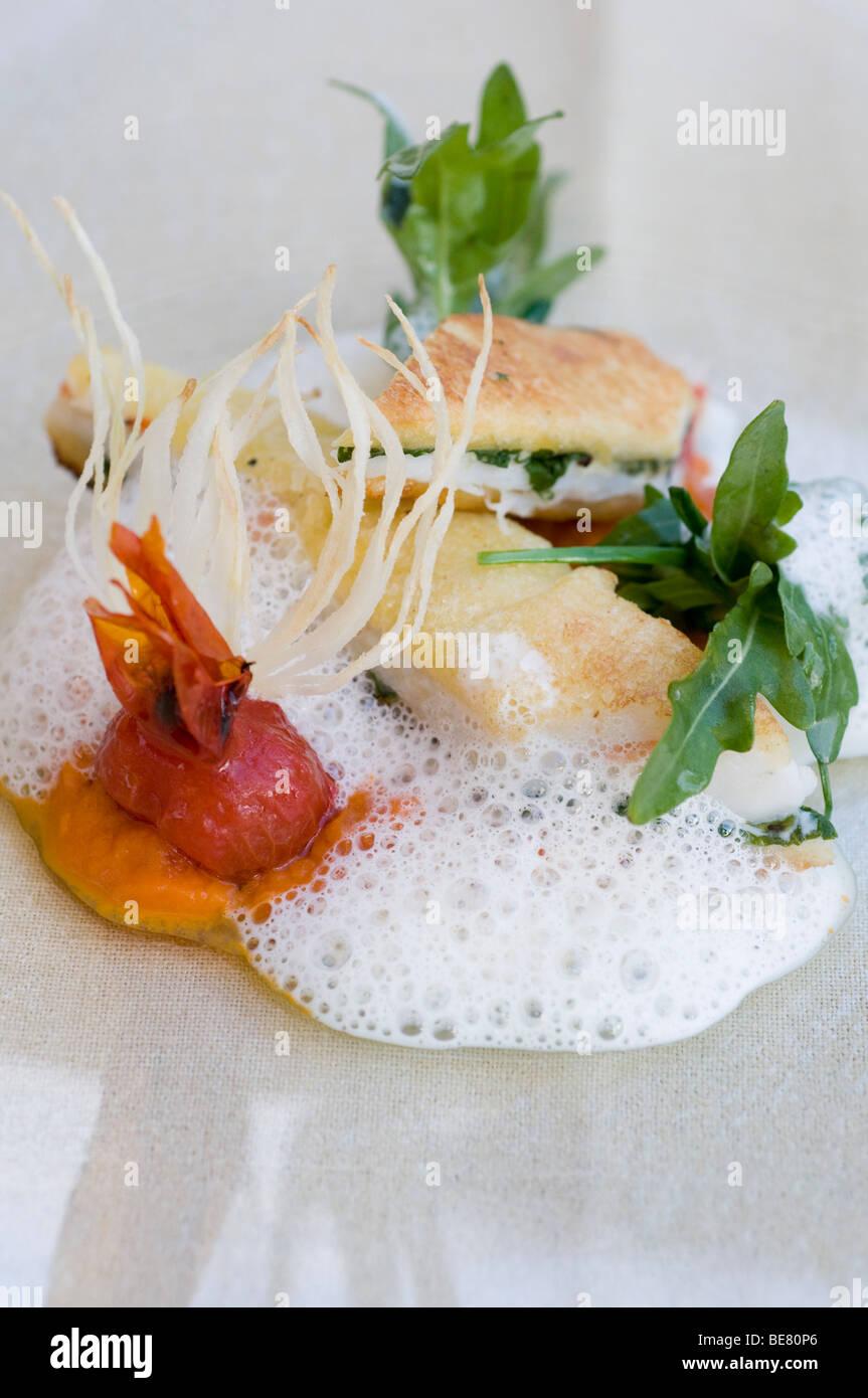 Sandwich mit Fisch, Salat und Tomaten Sauce, Restaurant Casala, Hotel Residenz bin, siehe, Meersburg, Bodensee, Stockbild