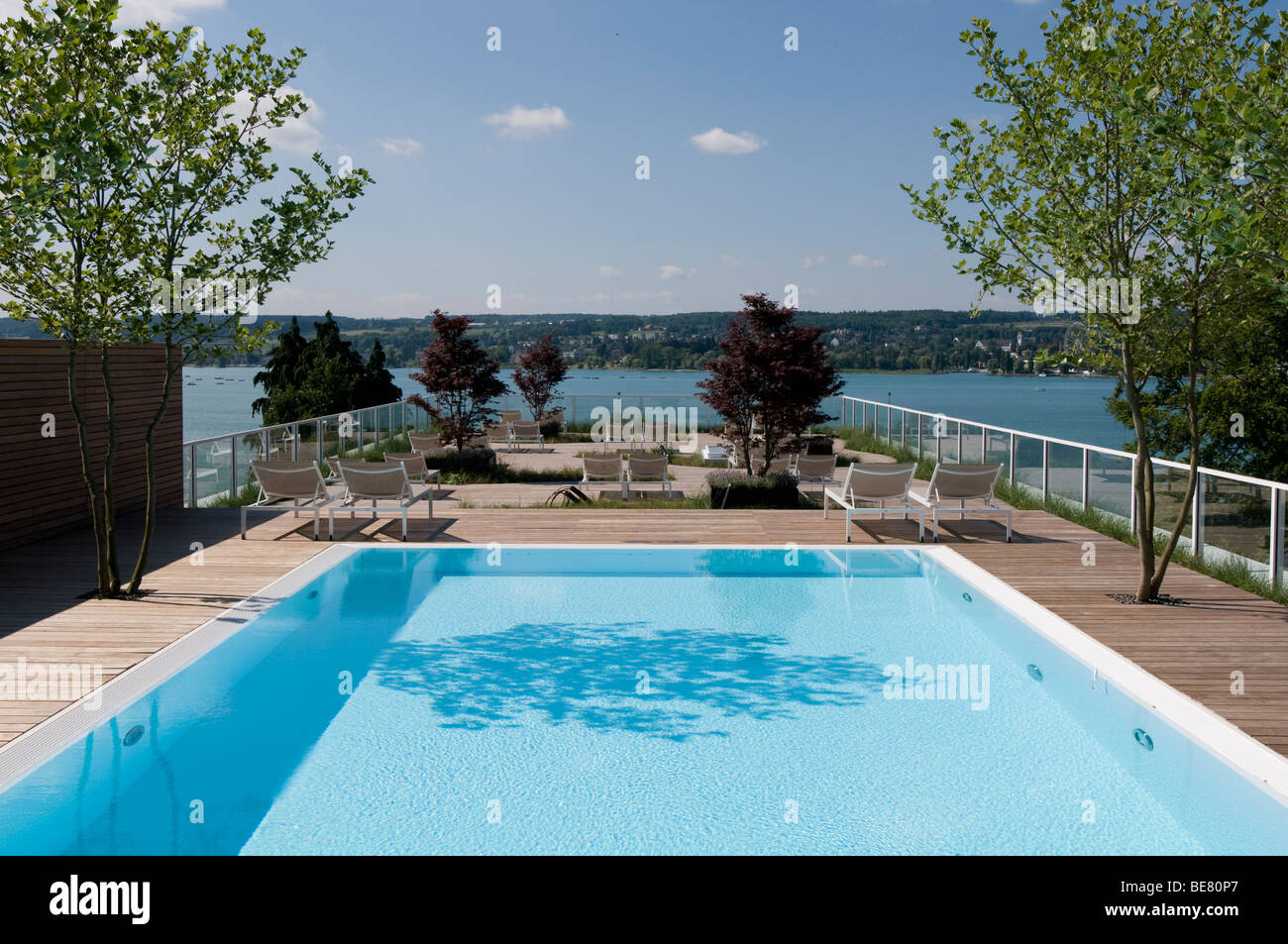 roof pool stockfotos roof pool bilder alamy. Black Bedroom Furniture Sets. Home Design Ideas