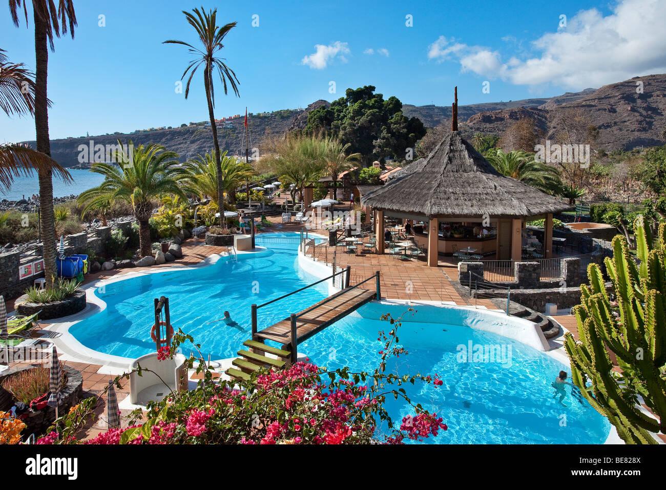 blick auf den swimmingpool des hotel jardin tecina im