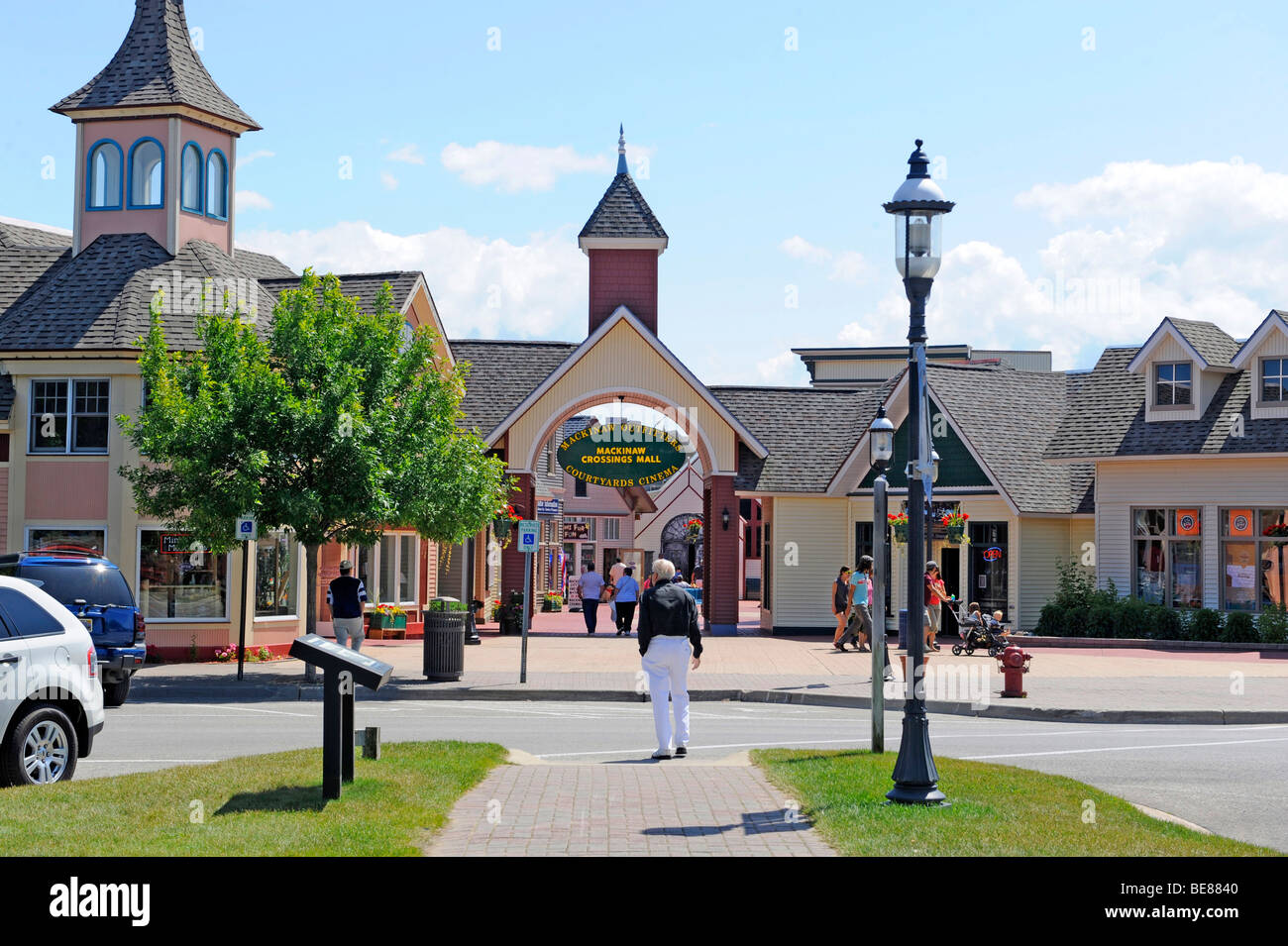 Läden und Geschäfte in Mackinaw Kreuzungen Shopping Center Mackinaw City Michigan Stockbild