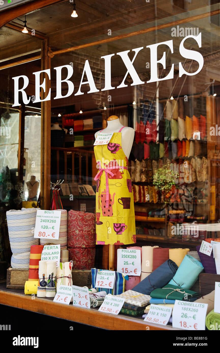 Verkaufsschild (Rebaixes) in die regionale katalanische Sprache. Barcelona. Spanien Stockbild