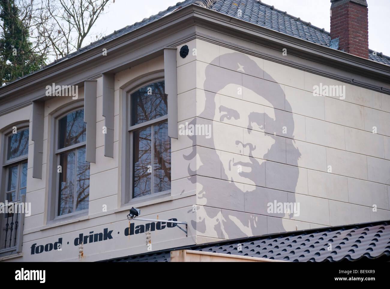 Ein Bild von Che Guevara an der Fassade eines Balkens an der niederländischen Nordsee Urlaub Stadt von Renesse. Stockbild