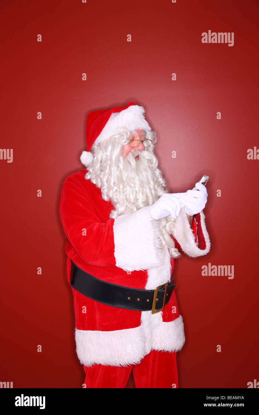 Santa Claus SMS mit Handy Stockbild