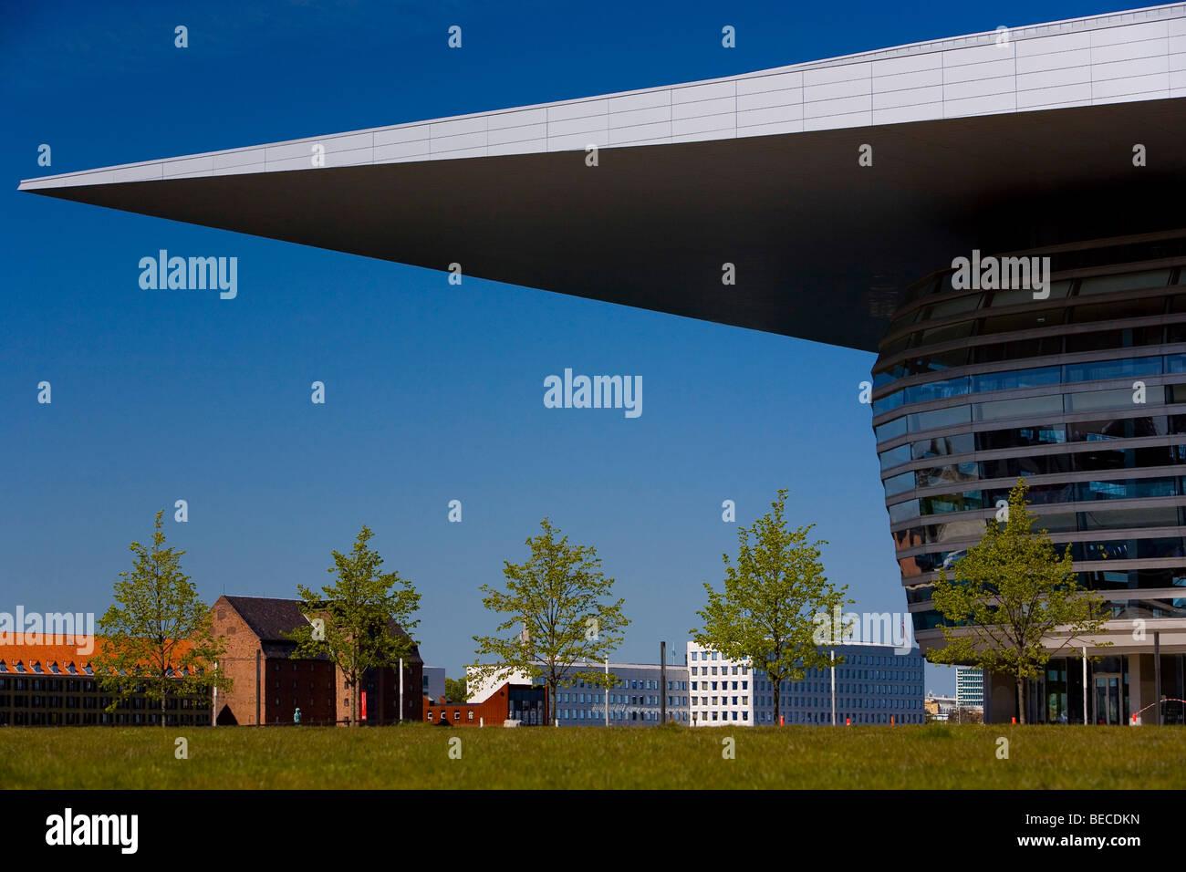 Seitenansicht des neuen Opernhauses in Kopenhagen, Dänemark, Europa Stockbild