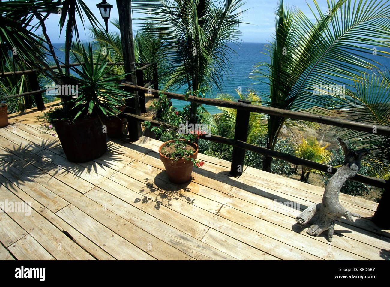 terrasse mit palmen und blick aufs meer haus auf der. Black Bedroom Furniture Sets. Home Design Ideas