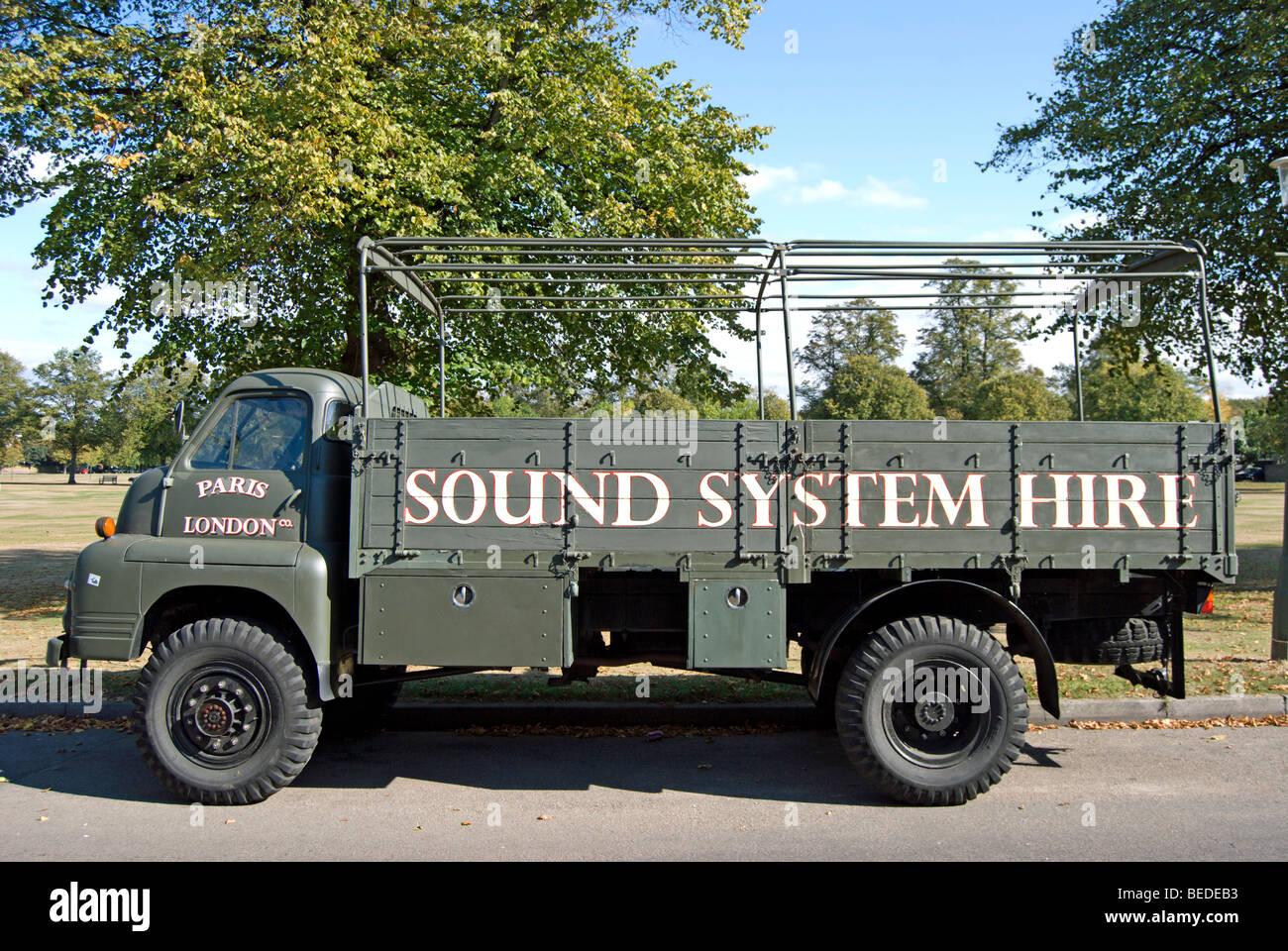 open top milit rstil lkw mit sound system mieten schablone. Black Bedroom Furniture Sets. Home Design Ideas
