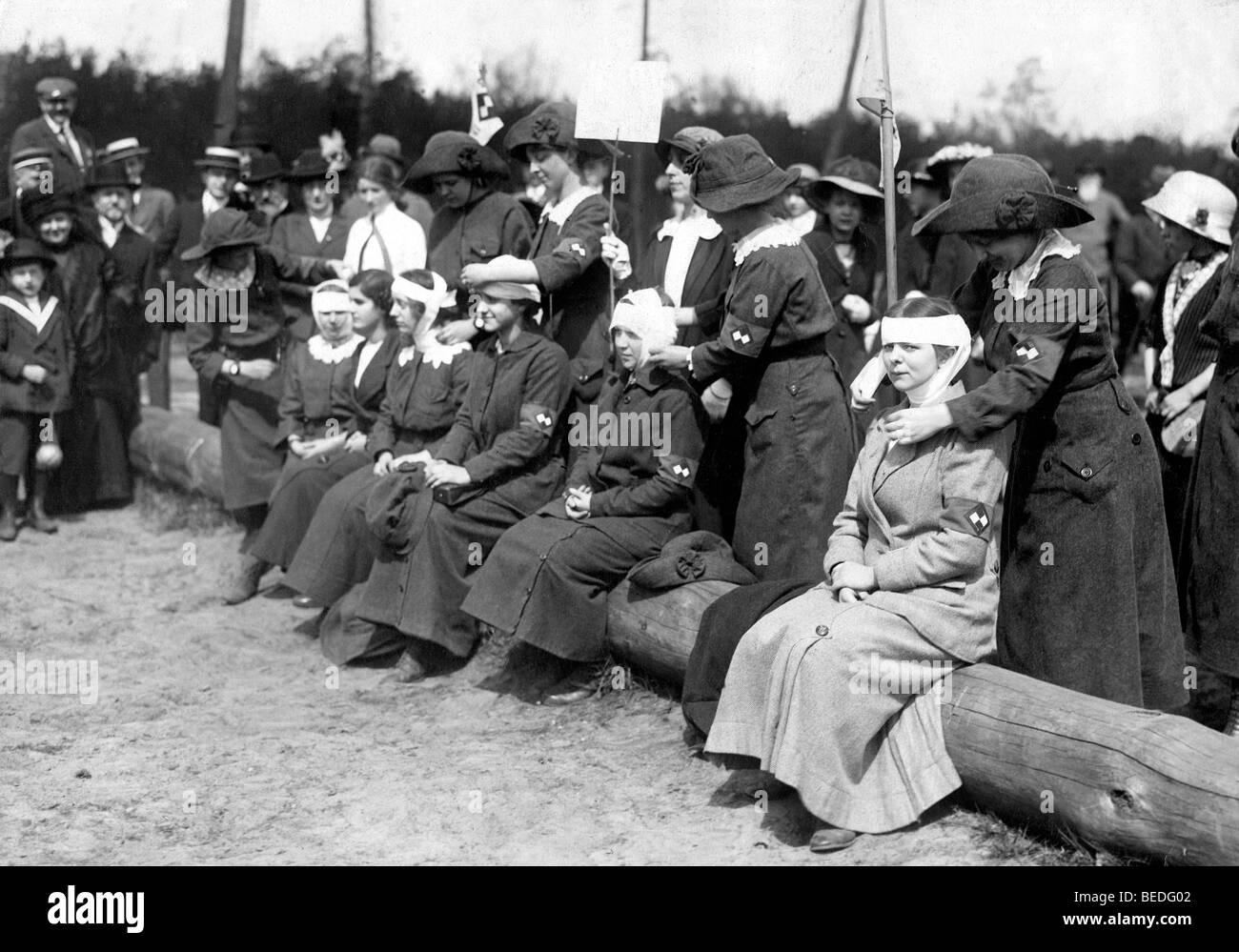 Historisches Foto, Sanitäter, Ausbildung, um 1915 Stockbild