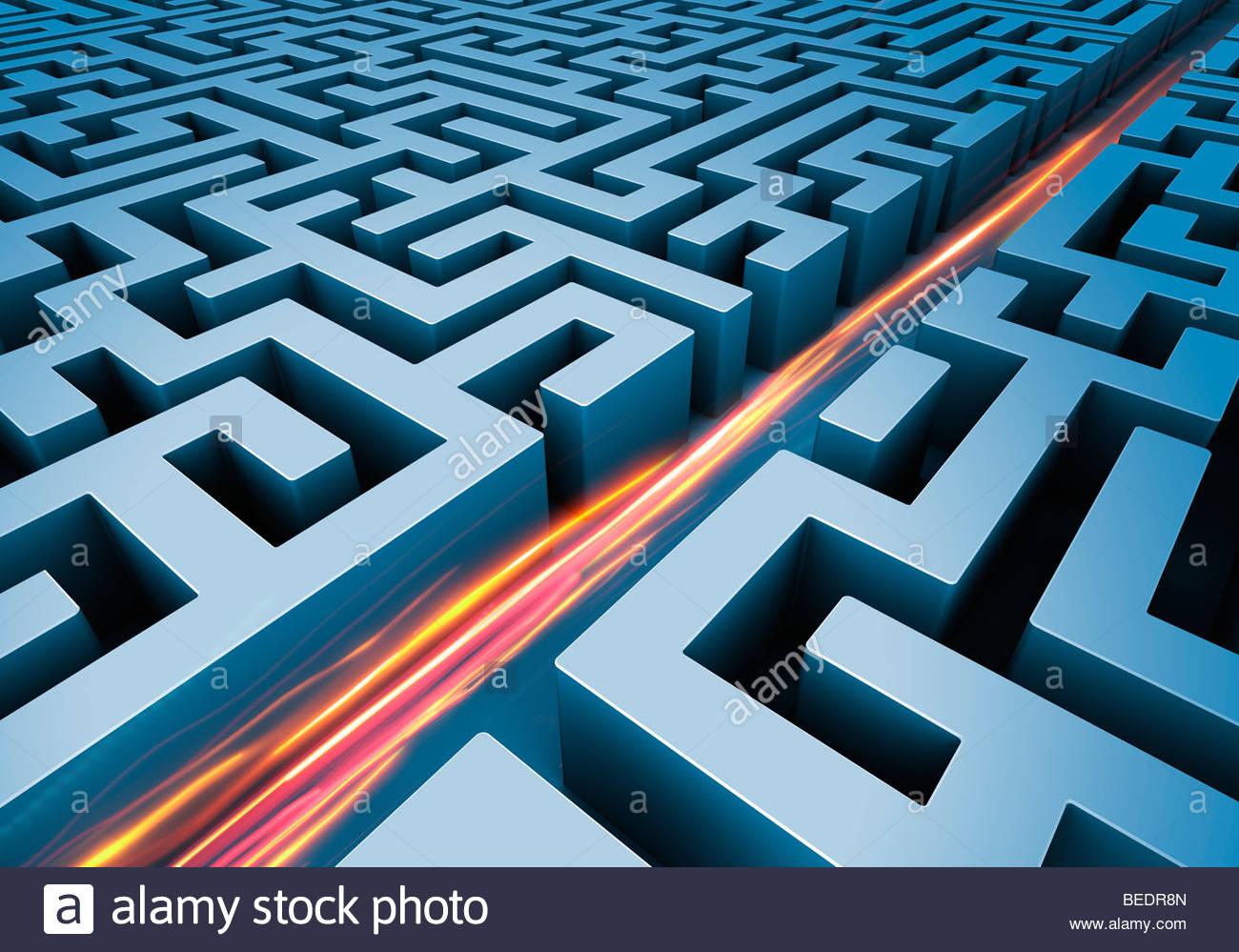 Lichtspuren schneiden geraden Weg durch Labyrinth Stockbild