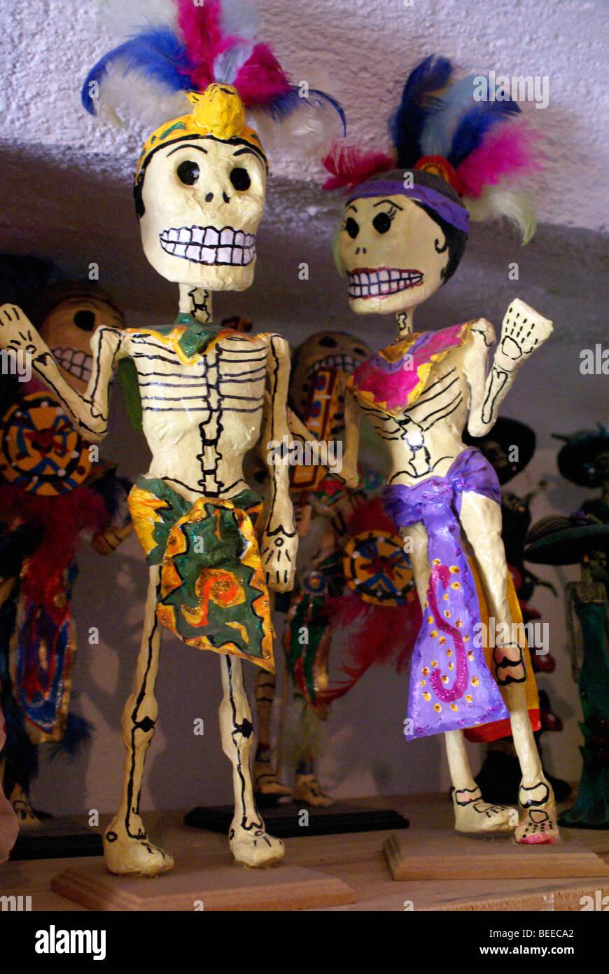 Papier macné Skelette aus Oaxaca zum Verkauf in San Miguel de Allende, Mexiko Stockbild